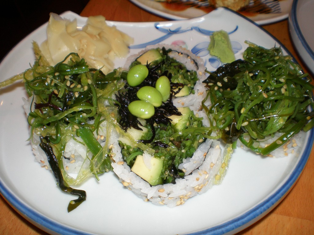 vegan sushu with seaweed