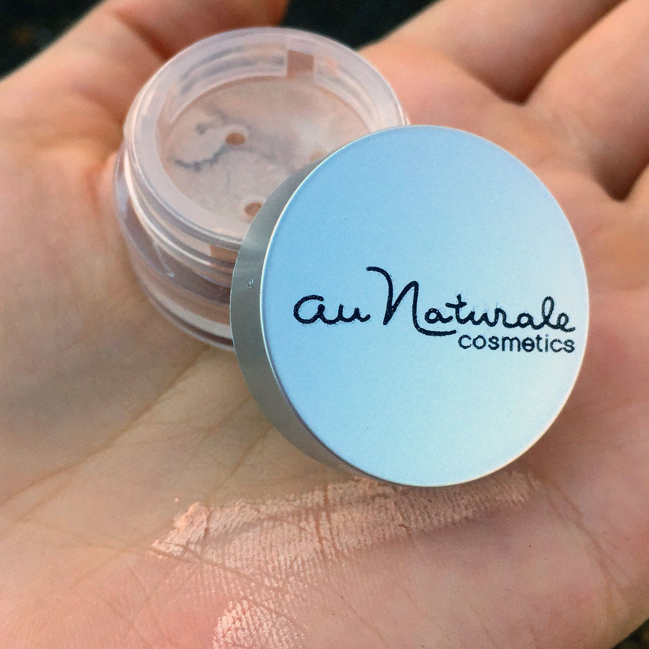Au Naturale Eye Shadow in Gold Dust