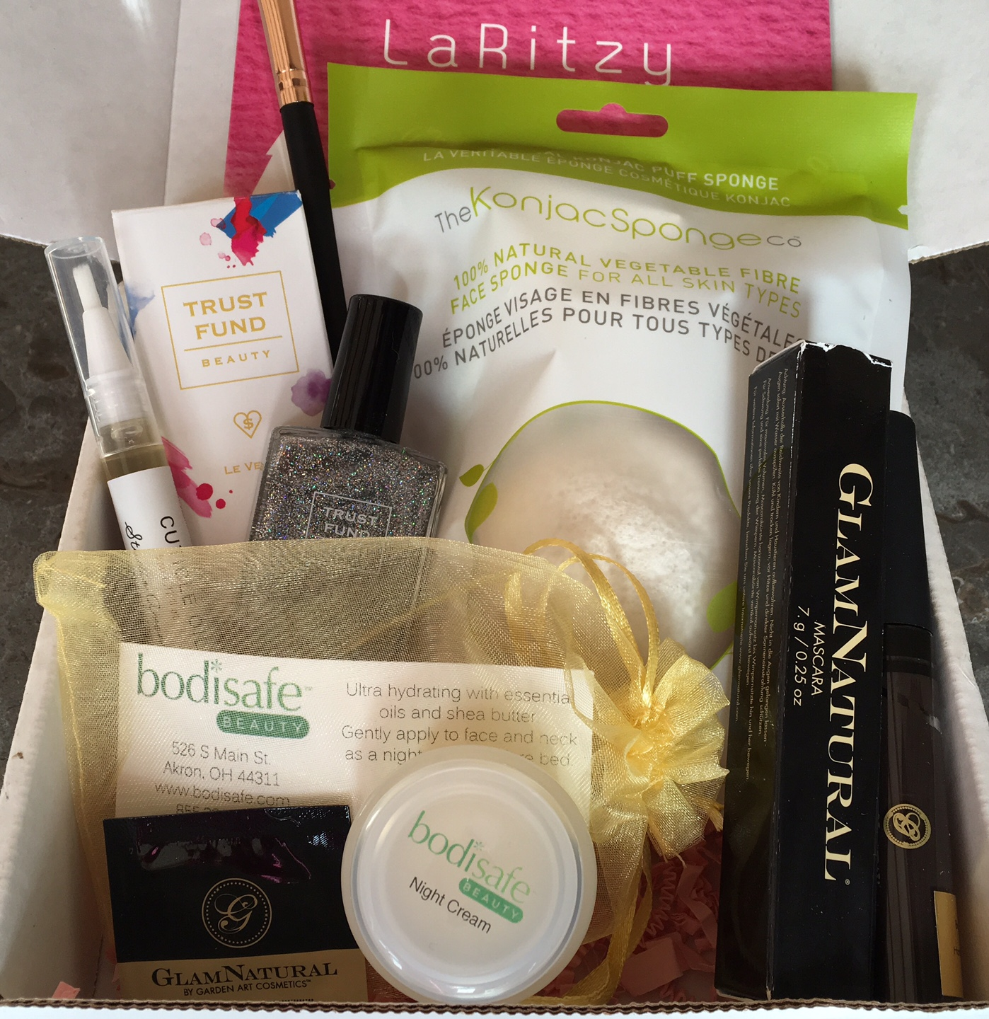 laritzy december 2015 vegan beauty box review coupon code vegan beauty review vegan and. Black Bedroom Furniture Sets. Home Design Ideas