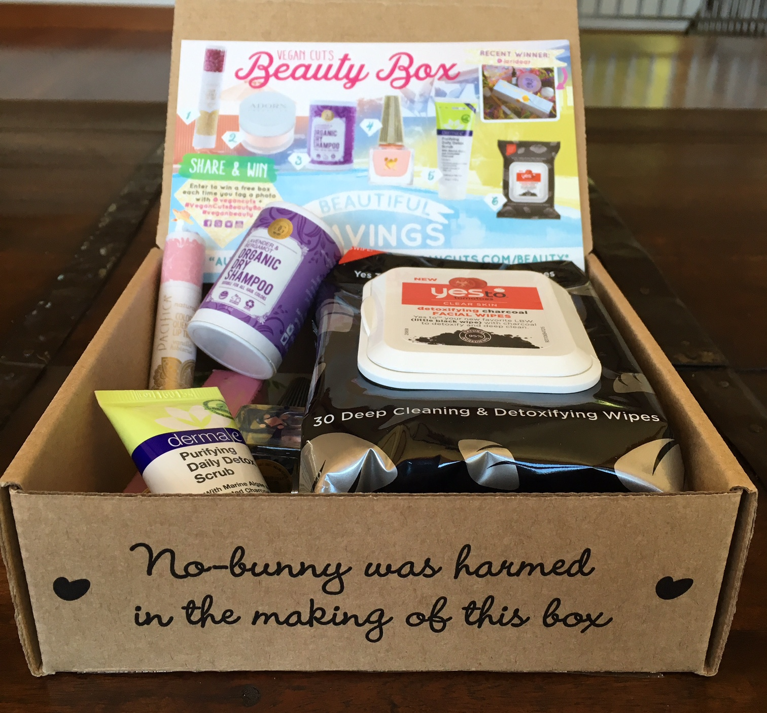august 2016 vegan cuts beauty box review vegan beauty review vegan and cruelty free beauty. Black Bedroom Furniture Sets. Home Design Ideas