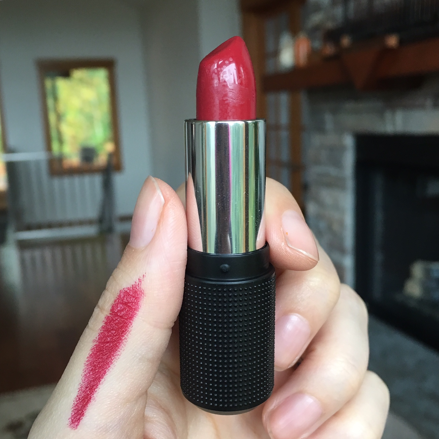 red-apple-lipstick-rebel
