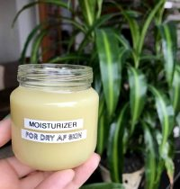 DIY 2-Ingredient Moisturizer [RECIPE]